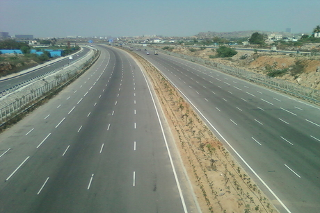 NHAI eyes Rs 5,000 crore from roads bidding