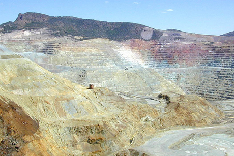 Hindalco Industries inks MoU with HCL for copper concentrate