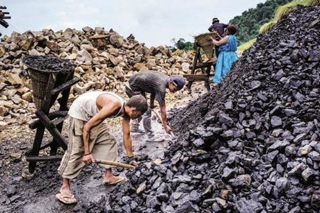 Central govt to end coal imports from FY24