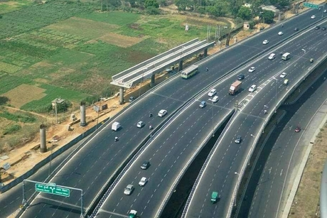 Govt to develop model highway stretches