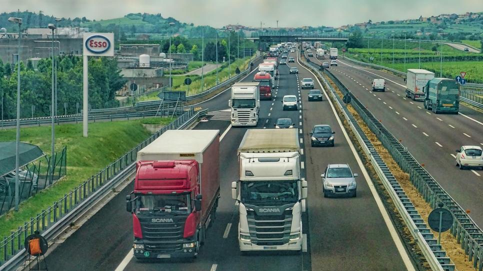 Expressways, Uttar Pradesh, Bundelkhand Expressway, Gorakhpur Link Expressway, Eastern UP, EPC, APCO Infratech, Ashoka Buildcon, Gawar Construction, Dilip Buildcon, Lucknow-Agra Expressway, Delhi