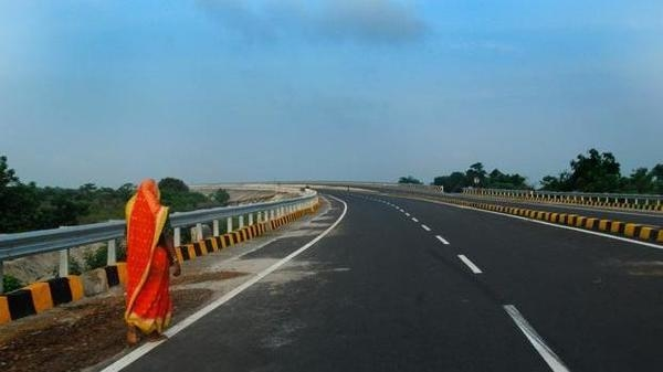 Reliance Infrastructure, NHAI, Cube Highways and Infrastructure, Delhi-Agra, Abu Dhabi Investment Authority, Singapore, Global Infrastructure Fund, I Squared Capital