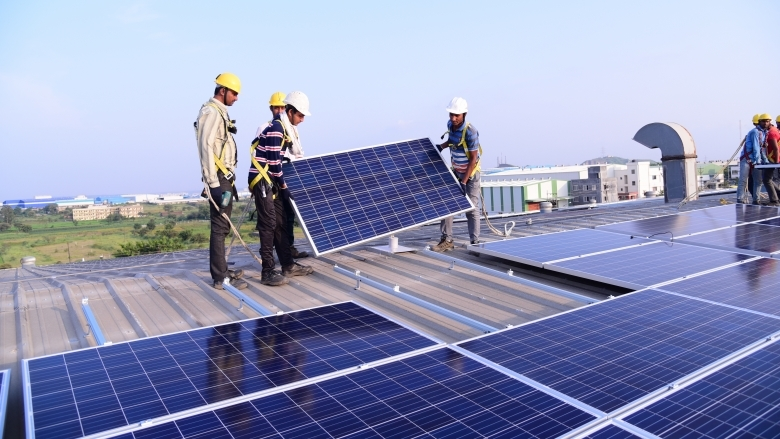 Rooftop solar energy, Rooftop solar power plants, Solar Energy Corporation of India, Power distributing companies, Discoms, PSUs, Rooftop Solar Programme, Central financial assistance, Grid Connected Rooftop Solar Programme