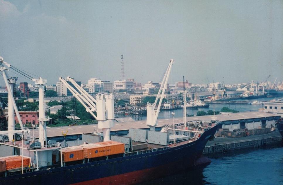 Chennai Port Trust, Kamarajar Port, Cargo handling, Adani's Kattupalli Port, Krishnapatnam port, Containers, Cars, Liquid cargo, Cruise and passenger traffic, Bulk dry and liquid cargo