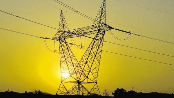 Central government, Loans to state power distribution companies, Discoms, Electricity generation plants, Prevent blackouts, Severe liquidity crisis, Union Ministry of Power, Power Finance Corporation, REC, Power plants, Payments to coal companies, Freight charges