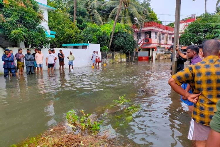 Kochi, Waterlogging, Kochi metro rail, Kerala, Manholes