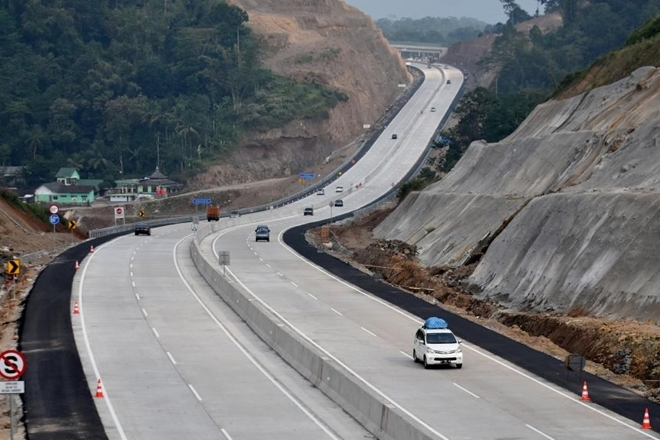 Central government, Border infrastructure, Shekatkar Committee, Road construction, Socio economic development, Border Roads Organisation, Roads and highways, Engineering procurement contract, Construction equipment and machinery, Road and tunnel construction, Atal Behari Vajpayee Tunnel, Manali, Rohtang Pass, Amarnath Yatra route, Dharchula, Uttarakhand, Lipulekh, China Border, Soil stabilisation, Plastic coated aggregates for surfacing, Forest and environmental clearance