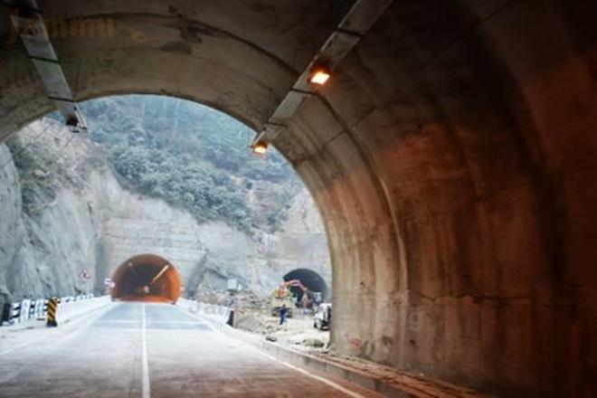 Zojila tunnel, Connectivity between Kashmir and Ladakh, Zojila Pass, Srinagar-Kargil-Leh National Highway, Heavy snowfall, Cutting off Ladakh from Kashmir, Express highway, Connect Delhi with Amritsar and Katra