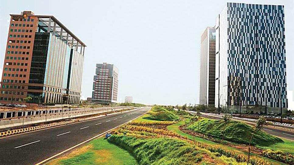 GIFT City, HSBC Bank, IFSC Banking Unit, GIFT SEZ Authority, Surendra Rosha, Tapan Ray, Offsore financial transactions, Gandhinagar, UK