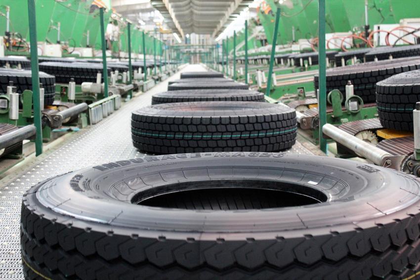 Apollo Tyres, Two-wheeler radial tyres, Cross ply tyres, Vadodara, Gujarat, Limda plant, Motorcycle radials, Commercial facility, Neeraj Kanwar, Steel radial tyres